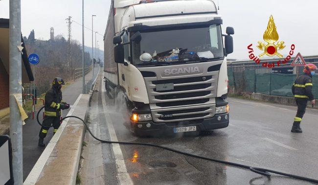 Montorso Vicentino, principio d'incendio a un camion: intervengono i Vigili del fuoco