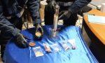 Giovane consumatore di marijuana beccato dal tremolio di una mano