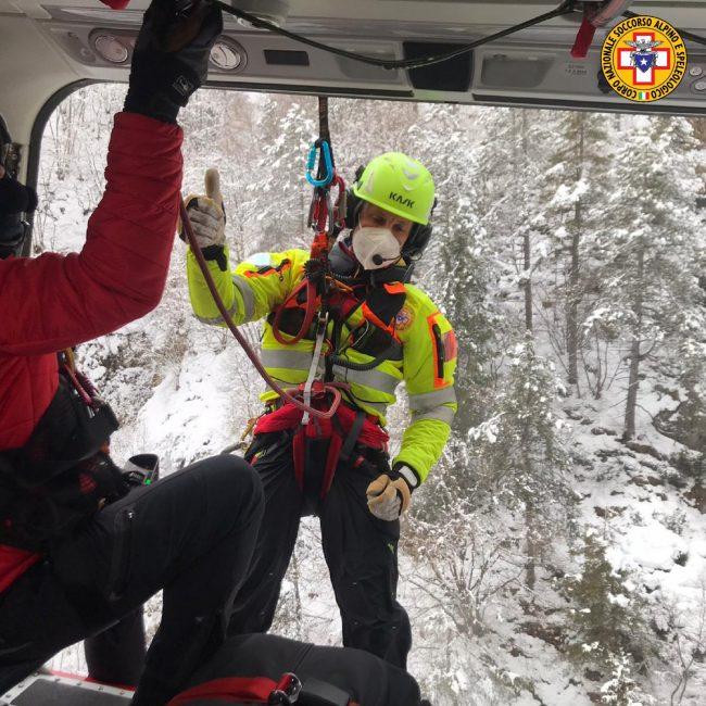 """Monte Grappa, scivola per 200 metri in un canale: escursionista vicentino """"miracolato"""""""