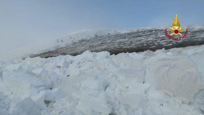 Monte Grappa, il video della slavina di 50 metri staccatasi a Cismon: si cercano dispersi