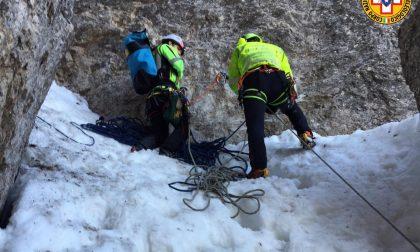 Precipita da un'altezza di 40 metri mentre sta risalendo il Monte Cornetto, morto un 29enne