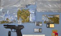 Colpi di pistola nel condominio, scoperto un fortino della droga: il video del blitz della Polizia