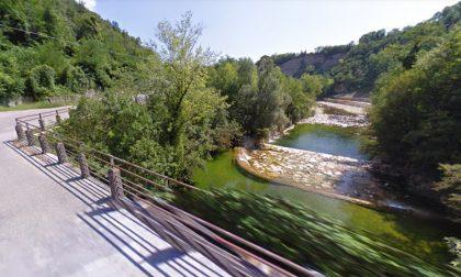 I Carabinieri hanno identificato la donna ritrovata cadavere lungo l'Astico