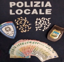 "Spaccio di droga, arrestato ""super"" pusher con 70 dosi tra eroina e cocaina"