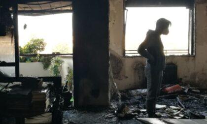 L'appartamento dei genitori viene divorato da un incendio, i figli lanciano una raccolta fondi per aiutarli