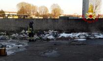 Le immagini dell'incendio agli ex magazzini generali di via delle Fornaci