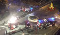 Le spettacolari foto del rocambolesco salvataggio di una coppia a Vicenza sfuggita alle fiamme