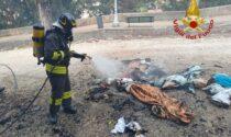 Incendiate le coperte usate dai senzatetto ai piedi del Santuario