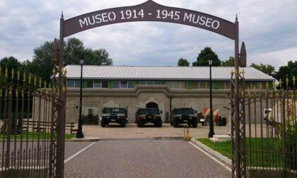 Distruggono reperti storici e aggrediscono una ragazza solo per fare una grigliata nel museo della guerra