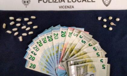 Il cane antidroga Aria fiuta cocaina ed eroina, arrestato spacciatore
