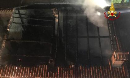 Le foto e il video dell'incendio del laboratorio di falegnameria a Schio