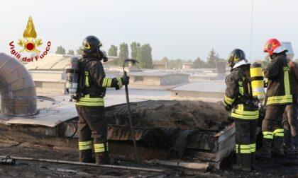 Paura a Montegalda, le immagini dell'incendio in un'azienda tessile