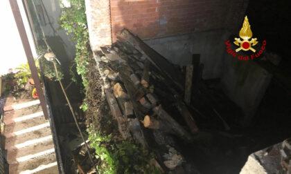 Le foto del muro perimetrale antico crollato sull'edificio dei vicini