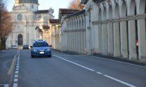 Circolava con l'auto senza targhe: fermato dalla Polizia emerge che la vettura era stata radiata il 22 aprile