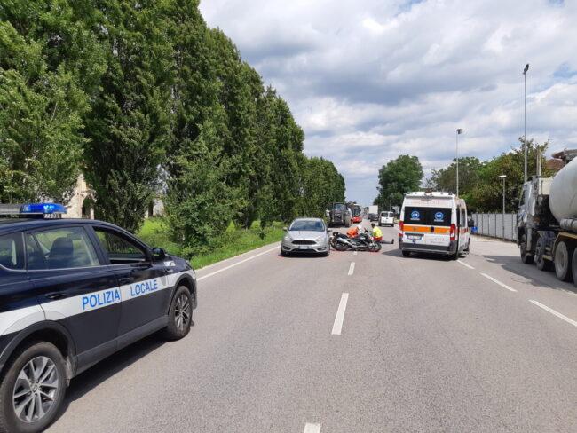 Incidente a Sandrigo, scontro tra auto e moto: 56enne ferito gravemente