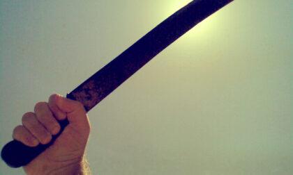 La lite tra vicini di casa a Vicenza è fuori controllo: spunta pure un machete