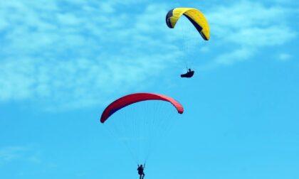 """Altra tragedia nei cieli veneti: due paracadute si """"agganciano"""", morto un 38enne di Schio"""
