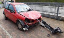 Moto centrata da un'auto percorre 120 metri senza il conducente disarcionato