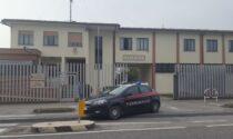 Maltratta la moglie (nonostante l'ordine di allontanamento) e morde i Carabinieri