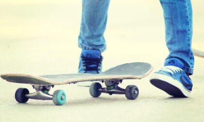 Pugno in faccia per rubare bici, skate e zaino: minorenne brutalmente aggredito