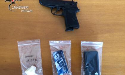 Coca e pistola (giocattolo) in casa: nei guai un 43enne di Bassano