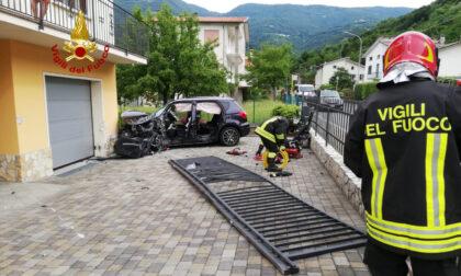 Carambola di auto a Calvene, una finisce nel cortile di una casa
