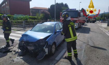 Violento scontro tra due auto a Schio: tre feriti, uno resta incastrato nell'abitacolo