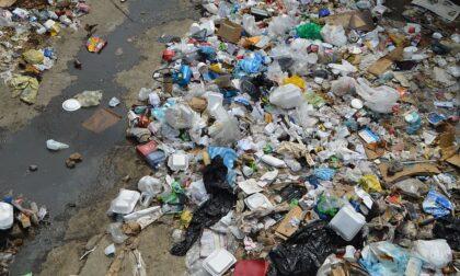 Traffico illecito di scarti tessili: i rifiuti erano stoccati in capannoni abbandonati a Vicenza