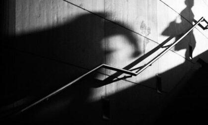 Ha tentato di violentare una donna di notte, 25enne arrestato: era già stato condannato per lo stesso reato