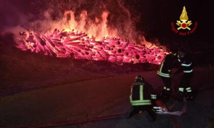 Le impressionanti foto della catasta di legna bruciata a Rotzo: non si esclude il dolo