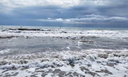 Vicentino si tuffa in mare e sparisce, lo trova un militare della Guardia Costiera a due metri di profondità