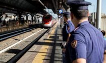 Tragedia in stazione, attraversa sui binari: travolto e ucciso dall'Eurocity