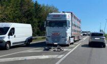 Ciclista 65enne travolto da un camion: è in prognosi riservata